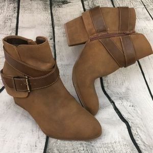 Nwob Life Stride soft system booties! 8.5